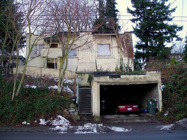 neighborhood house, dirty house, trashed, eyesore, flip, home, filthy