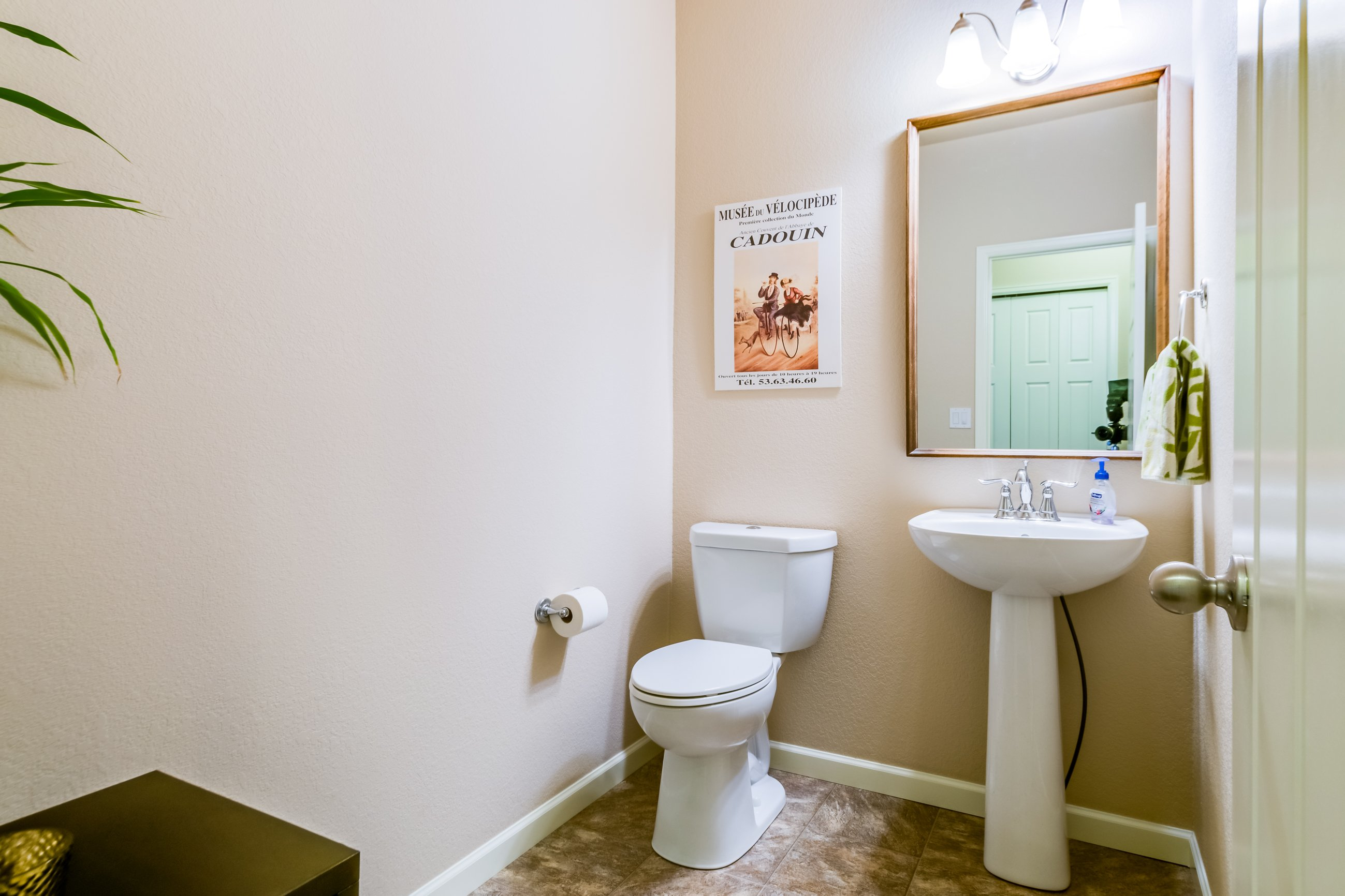 Picture of a powder room in 166 Autumn Bell
