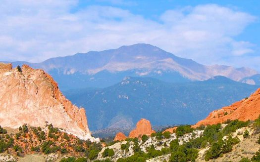 Picture of Pikes Peak with Garden of the Gods in the foreground