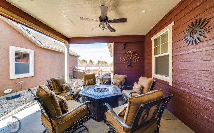 Side porch image